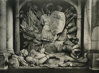 XVIII-156-02 Detail van het grafmonument van Egbert Meesz. Kortenaer in de Sint-Laurenskerk.
