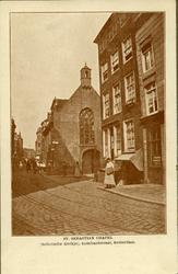 XVIII-190 De Meent, rechts de Sint-Sebastiaanskapel (Schotse kerkje) aan de Lombardstraat.