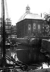 XVIII-291-02-2,-3 De Blaak met de Keizersbrug. Rechts de Lutherse kerk aan de Wolfshoek, op de hoek met de ...