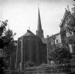 XVIII-348-01 De Sint-Lambertuskerk aan de Hoflaan.