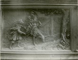 XVIII-369-2 Houtsnijwerk van de communiebank van de Sint-Rosaliakerk aan de Leeuwenstraat.