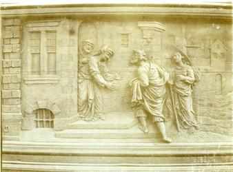 XVIII-369-5 Houtsnijwerk van de communiebank van de Sint-Rosaliakerk aan de Leeuwenstraat.