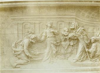 XVIII-369-7 Houtsnijwerk van de communiebank van de Sint-Rosaliakerk aan de Leeuwenstraat.
