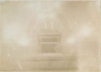 XVIII-420-00-02 Interieur van de synagoge van de vereniging Agoedas Achiem aan de Kipstraat.