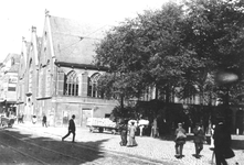 XVIII-8 De Gedempte Botersloot bij de Prinsenkerk, rechts de Nieuwemarkt.
