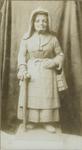 XX-42 Beeld van Kaatje, geboetseerd door S. Miedema, in mei 1901 geplaatst boven de poort van het Oude Vrouwenhuis aan ...