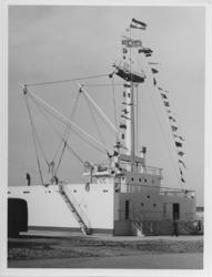 XXII-195 Laad-en losmodel opgericht voor het toekomstige gebouw van de havenvakschool aan de zuidzijde van de Waalhaven.