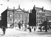 XXII-87 Gezicht op de Coolsingel en Coolvest met v.l.n.r. het Erasmiaans Gymnasium, het M. C. van Dooren's ...