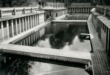 XXIII-152 Zwembad van de Gemeentelijke Zweminrichting, aan de Baan.