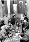 XXIII-45-17-01 Pas geopend Turks Centrum aan de Beukelsdijk 16, voor in Rotterdam werkende Turkse aarbeiders. Op de ...