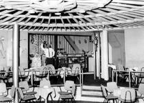 XXIV-72-00-00-02 Interieur van café La Bonanza aan de Van Speykstraat.