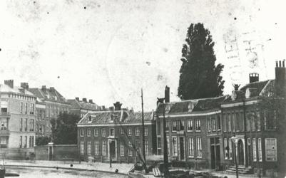 XXV-141 Gezicht op de Coolvest en de Coolsingel bij de Kruiskade (links).
