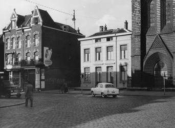 XXV-213-12 Goudse Rijweg met de rooms-katholieke kerk. De Laanzichtstraat vanaf de Hugo de Grootstraat, uit het zuiden