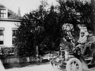 XXV-225-04 Automobiel in de het jaar 1910 aan de 's-Gravenweg.