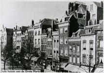 XXV-263-00-02 De Grotemarkt, het gedeelte tussen het Moriaansplein en de Wijde Marktsteeg (links).