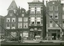 XXV-274 Het Haagseveer, panden 47-51, rechts de Paddengang, het stadhuis.