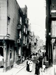 XXV-32 De Bagijnenstraat, links de Delftsevaart, rechts het Spuiwater.