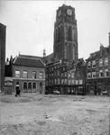 XXV-33 Open terrein ontstaan door sloop van panden gelegen tussen de Bagijnenhofstraat, de Bagijnenstraat (rechts), de ...