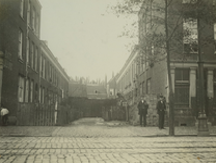 XXV-355 De Hugo de Grootstraat uit het westzuiden. In het midden het hofje.