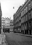XXV-357-00-01 Jacobusstraat, rechtszijde nummers 2-8. Op de achtergrond de Van Oldenbarneveltstraat.
