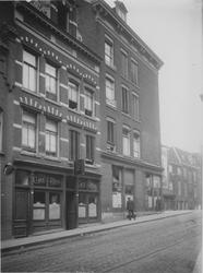 XXV-361 De Karrensteeg.Op de achtergrond de Schiedamsedijk.