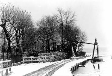 XXV-43 Gezicht op de boerderij Zomer- en Winterlust aan de Beukelsdijk.