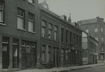 XXV-563-03 Huizen in de Rubroekstraat, uit het zuidwesten vanaf nummer 119.