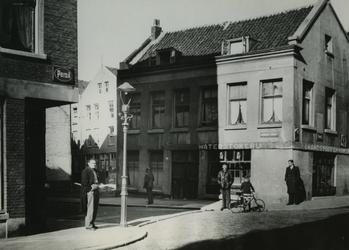 XXV-563-05 Het pand in de Rubroekstraat, hoek Crooswijkseweg, uit het zuidoosten.