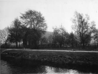 XXV-666 De Boerderij 'De Toekomst' aan de Veenweg 94.