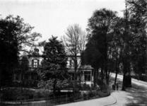 XXV-693-01 Villa van notaris Schrameier Verbrugge aan de Vijverlaan, hoek Essenlaan.