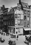 XXV-76 De hoek Boerensteiger (rechts) - Korte Hoofdsteeg.Het hoekpand werd in 1899 afgebroken.