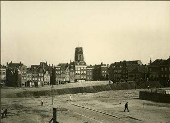 XXV-786-02 Bouwterrein ten behoeve van de bouw van het stadhuis omgeving Raam - Bulgersteynstraat - Zandstraat. Op de ...