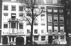 XXV-92-04 Gezicht op panden aan de Boompjes, o.a. de Amsterdamsche Bank.
