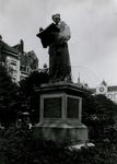 XXVI-15 Standbeeld van Erasmus op de Grotemarkt.