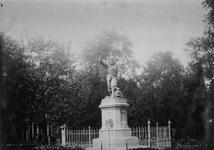 XXVI-24-02 Het standbeeld van Piet Heyn op het Piet Heynsplein.