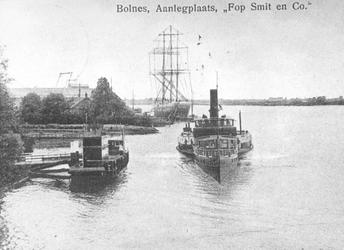 XXXI-597-02-02 Aanlegsteiger van scheepswerf Fop Smit te Ridderkerk-Bolnes aan de Nieuwe Maas.