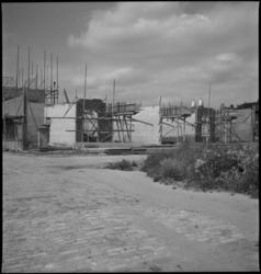 1213 Woningbouw bij de Weteringstraat en de Plantageweg. Op de achtergrond de koepels van de Koninginnekerk.