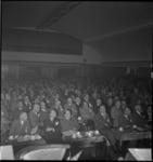 1350 Publiek in de zaal in het Gebouw Palace voor feest- en theatervoorstellingen aan de Zomerhofstraat.