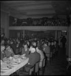 1352 Publiek in de zaal van het Gebouw Palace voor feest- en theatervoorstellingen aan de Zomerhofstraat.