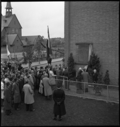 1523 Het onthullen van een gedenksteen bij de feestelijke overdracht van een proefwoningcomplex aan de Fazantstraat. Op ...