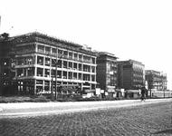 2004-5920 De Blaak met de bouw van de bankgebouwen, van links naar rechts: Twentsche Bank, Nederlandsche ...