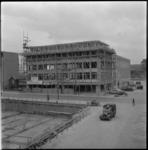 3564 Bouw van een kantoorgebouw aan de Westblaak. Rechts de Laurierlaan met het hoofdgebouw van het Leger des Heils.