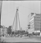 3782 De aanleg van de stadsverwarming bij de Schiedamse Vest ter hoogte van de net aangelegde Westblaak. Op de ...