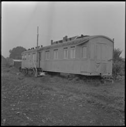 4010 Een oud treinstel in gebruik als noodwoning aan de Reedijk.