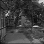 4057 Een noodwoning aan de Charloisse Lagedijk.