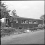 4066 Een oud treinstel in gebruik als noodwoning aan de Charloisse Lagedijk.