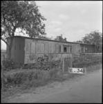 4067 Een oud treinstel in gebruik als noodwoning aan de Charloisse Lagedijk.