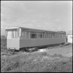 4068 Een oud treinstel in gebruik als noodwoning aan de Charloisse Lagedijk.