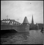 AO-103 Koninginnebrug over de Koningshaven. Op de achtergrond het Stieltjesplein met de kerk van de H H Martelaren van ...