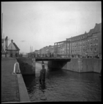 AO-106 Coolhaven met de Lage Erfbrug, op de achtergrond de Aelbrechtskade.